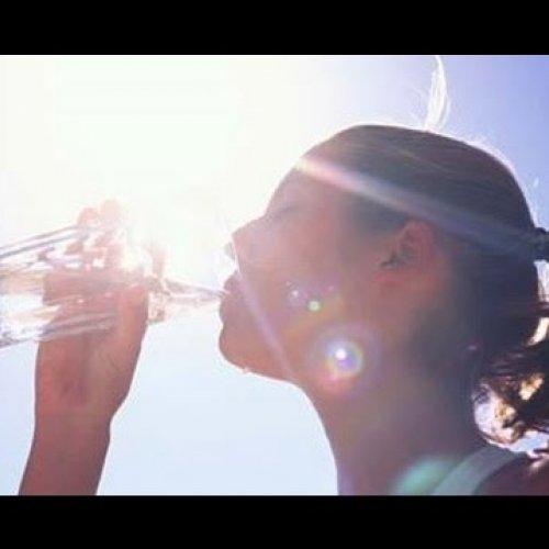 Скільки води пити у спеку
